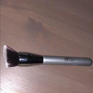 It cosmetics foundation no 115 complexion brush